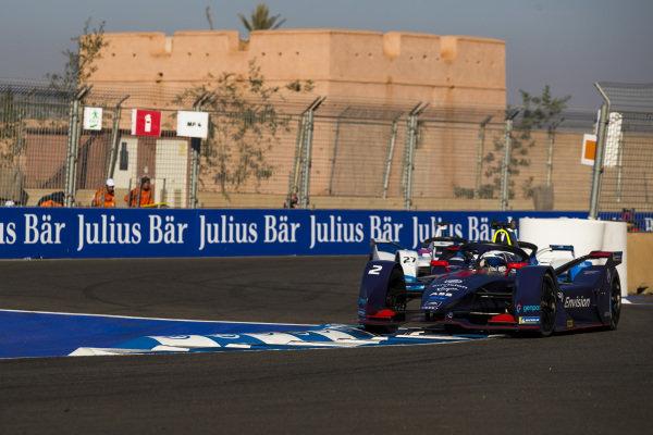 Sam Bird (GBR), Envision Virgin Racing, Audi e-tron FE05, leads Alexander Sims (GBR) BMW I Andretti Motorsports, BMW iFE.18