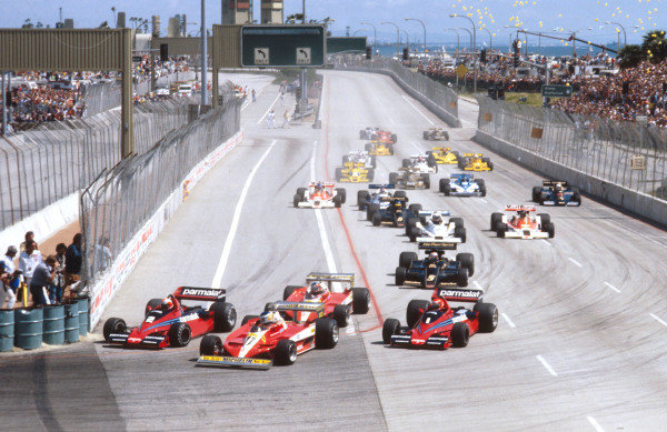 1978 United States Grand Prix West.Long Beach, California, USA.31/3-2/4 1978.John Watson (Brabham BT46 Alfa Romeo) goes inside Carlos Reutemann (Ferrari 312T3) for the lead at Queens Hairpin, followed by Gilles Villeneuve (Ferrari 312T3), Niki Lauda (Brabham BT46 Alfa Romeo), Mario Andretti (Lotus 78 Ford) and the rest of the field down Shoreline Drive at the start.Ref-78 LB 04.World Copyright - LAT Photographic