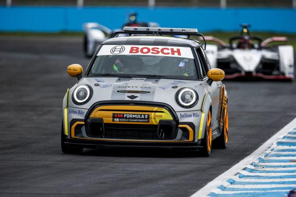 The Safety Car leads Pascal Wehrlein (DEU), Tag Heuer Porsche, Porsche 99X Electric