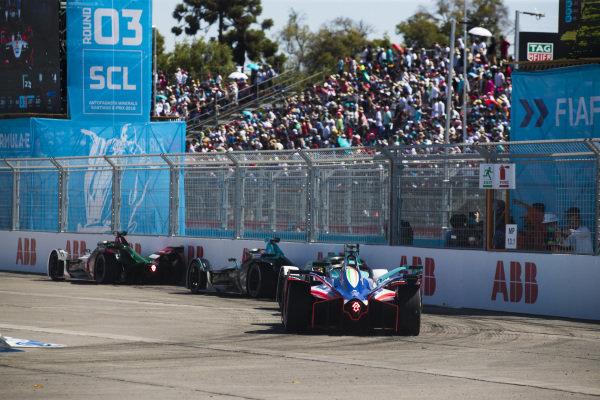 Lucas Di Grassi (BRA), Audi Sport ABT Schaeffler, Audi e-tron FE05 leads Gary Paffett (GBR), HWA Racelab, VFE-05, Oliver Turvey (GBR), NIO Formula E Team, NIO Sport 004 and Jérôme d'Ambrosio (BEL), Mahindra Racing, M5 Electro