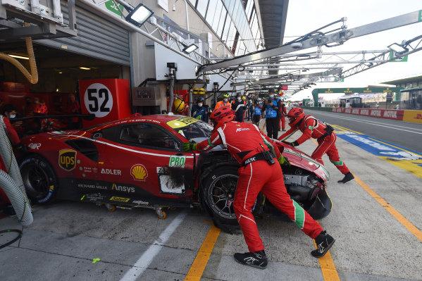 #52 AF Corse Ferrari 488 GTE EVO LMGTE Pro of Daniel Serra, Miguel Molina, Sam Bird with tyre trouble.