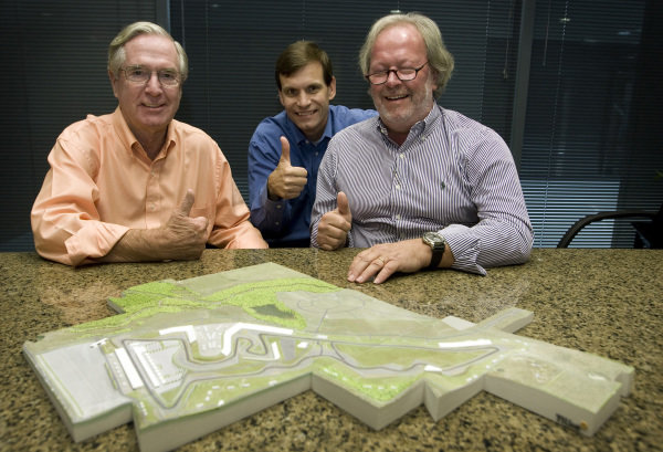 L-R: Nicholas Craw (USA), President of the FIA Senate; promoter Tavo Hellmund (USA) Circuit of the Americas Founding Partner, and Tilke architect Peter Wahl, Tilke Architect, with a model of the Austin Formula One circuit. FIA Official Visits Austin and Gives Formula 1 United Statesª Team the 'Thumbs Up,' Austin, Texas, USA. 21 October 2010.