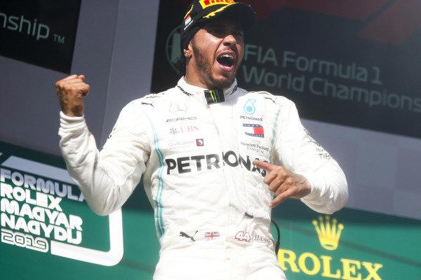 Race Winner Lewis Hamilton, Mercedes AMG F1 celebrates on the podium with Sebastian Vettel, Ferrari