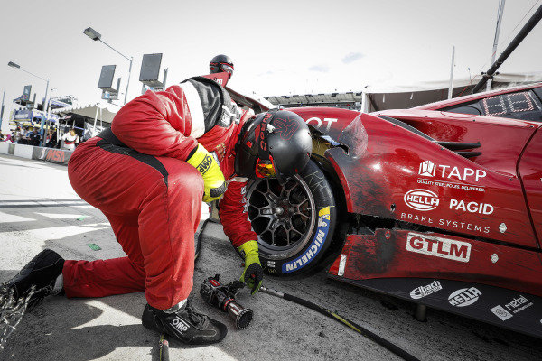 #62 Risi Competizione Ferrari 488 GTE, GTLM: Daniel Serra, James Calado, Alessandro Pier Guidi, Davide Rigon, pit stop, retirement