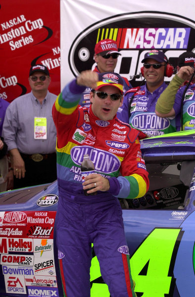 Jeff Gordon celebrates his 50th Winston Cup win.NASCAR DieHard 500 at Talladega Superspeedway 16 April,2000 LAT PHOTOGRAPHIC-F Peirce Williams 2000