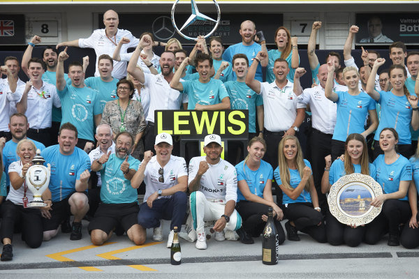 Valtteri Bottas, Mercedes AMG F1, Lewis Hamilton, Mercedes AMG F1, 1st position, and the Mercedes team celebrate victory.