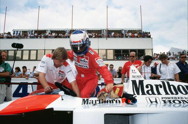 1988 Australian Grand Prix. Adelaide, Australia. 11th - 13th November 1988. Alain Prost (McLaren MP4/4-Honda), 1st position, climbs into his car, portrait.  World Copyright: LAT Photographic.  Ref:  88AUS