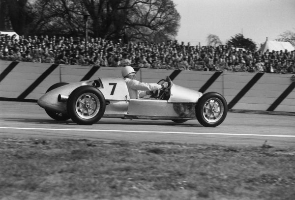 Goodwood, West Sussex, England. 17th April 1954.Stirling Moss (Beart-Cooper MkVIIA), 7th position, action.World Copyright: LAT Photographic.Ref:  162 - 32.