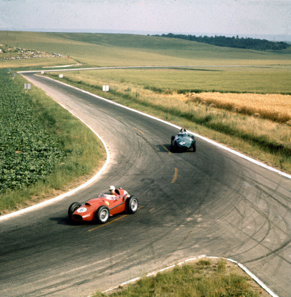 1958 French Grand Prix.Reims, France.4-6 July 1958.Wolfgang von Trips (Ferrari Dino 246) leads Tony Brooks (Vanwall VW9). Von Trips finished in 3rd position.Ref-3/0083.World Copyright - LAT Photographic