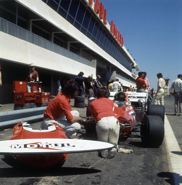 1971 French Grand Prix.Paul Ricard, Le Castellet, France.2-4 July 1971.Henri Pescarolo (March 711 Ford) in the pit lane.World Copyright - LAT Photographic