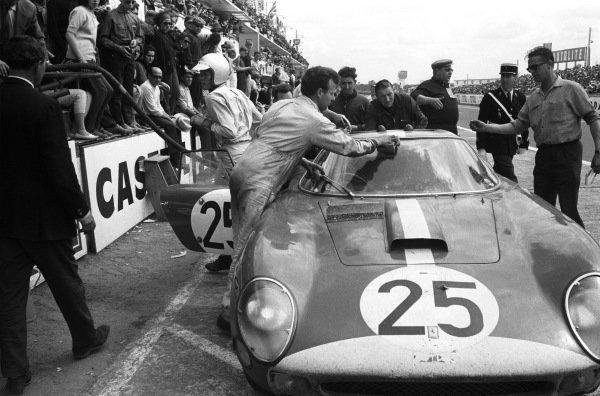 Innes Ireland / Tony Maggs, Maranello Concessionaires, Ferrari 250 GTO 64, pitstop.