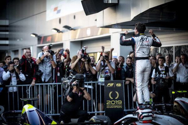 SOCHI AUTODROM, RUSSIAN FEDERATION - SEPTEMBER 28: Nyck De Vries (NLD, ART GRAND PRIX) celebrates in Parc Ferme after winning the championship during the Sochi at Sochi Autodrom on September 28, 2019 in Sochi Autodrom, Russian Federation. (Photo by Glenn Dunbar / LAT Images / FIA F2 Championship)