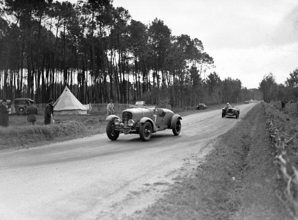 Louis Paris / Marcel Mongin, Delahaye 18CV Sport, leads another car.