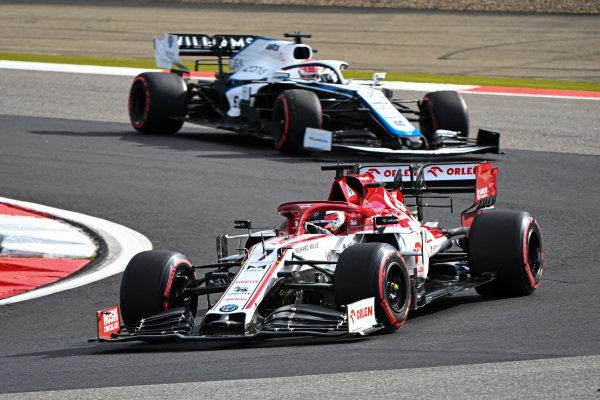 Kimi Raikkonen, Alfa Romeo Racing C39, leads George Russell, Williams FW43