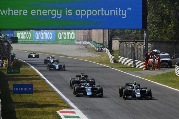 Alessio Deledda (ITA, HWA Racelab), leads Roy Nissany (ISR, DAMS)