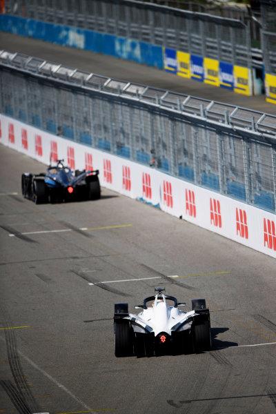 Nick Cassidy (NZL), Envision Virgin Racing, Audi e-tron FE07, leads Edoardo Mortara (CHE), Venturi Racing, Silver Arrow 02