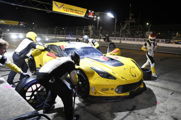 #3 Corvette Racing Corvette C7.R, GTLM: Jan Magnussen, Antonio Garcia, Mike Rockenfeller pit stop