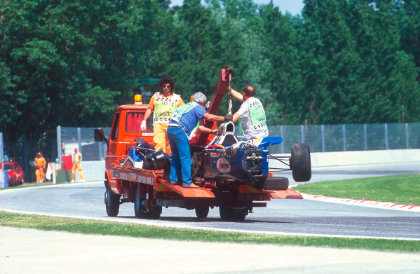 Imola, Italy.29/4-1/5 1994.Ayrton Senna's wrecked Williams FW16 Renault chassis is transported away. Ref-94 SM 41.World Copyright - LAT Photographic