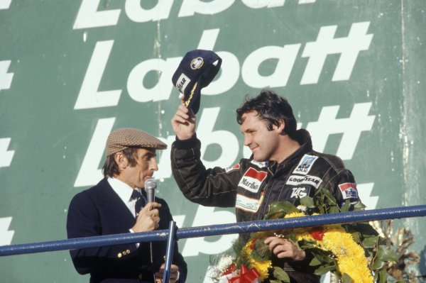 1980 Canadian Grand Prix.Montreal, Canada. 26-28 September 1980.Alan Jones (Williams FW07B-Ford Cosworth), 1st position, on the podium with Jackie Stewart. Portrait.World Copyright: LAT PhotographicRef: 35mm transparency 80CAN13