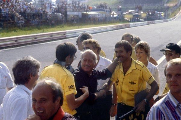 1982 Austrian Grand Prix.Osterreichring, Austria. 15 August 1982.Colin Chapman and the Lotus team mechanics celebrate victory: Elio de Angelis, Lotus 91-Ford, 1st position, action.World Copyright: LAT PhotographicRef: 35mm transparency 82AUT51