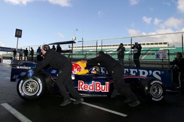David Coulthard (GBR) Red Bull Racing RB1.Formula One Testing, Silverstone, England, 21 February 2005.DIGITAL IMAGE