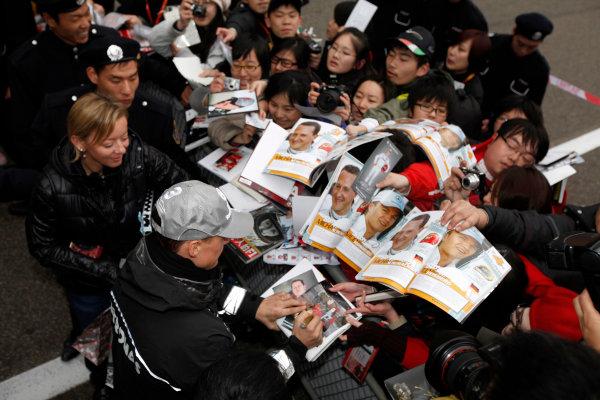 Shanghai International Circuit, Shanghai, China15th April 2010Michael Schumacher, Mercedes GP W01, signs some autographs for fans. Portrait. Atmosphere. World Copyright: Andrew Ferraro/LAT Photographicref: Digital Image AF5D8257