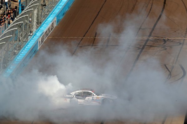 NASCAR XFINITY Series Ticket Galaxy 200 Phoenix Raceway, Avondale, AZ USA Saturday 11 November 2017 William Byron, Liberty University Chevrolet Camaro, burnout World Copyright: Michael L. Levitt LAT Images