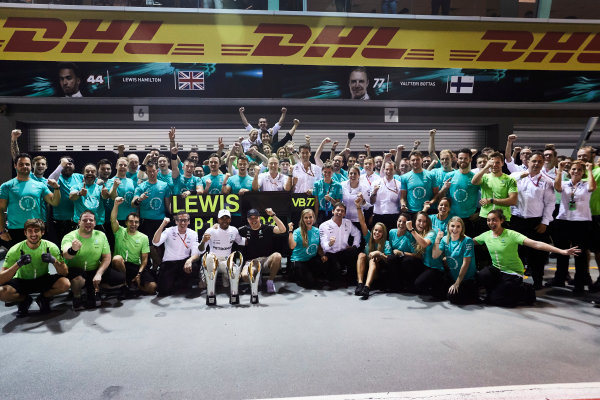 Marina Bay Circuit, Marina Bay, Singapore. Sunday 17 September 2017. Lewis Hamilton, Mercedes AMG, 1st Position, Valtteri Bottas, Mercedes AMG, 3rd Position, and the Mercedes team celebrate. World Copyright: Steve Etherington/LAT Images  ref: Digital Image SNE17408