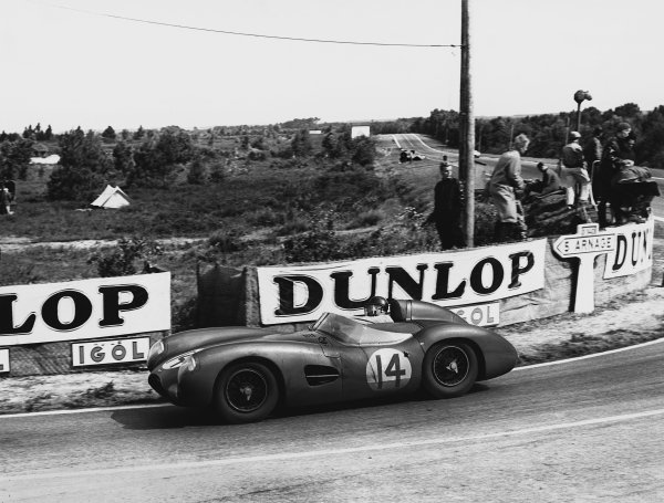 Le Mans, France. 28th - 29th July 1956 Tony Brooks/Reg Parnell (Aston Martin DBR1/25), Not classified, action. World Copyright: LAT Photographic Ref: Autocar Used Pic 3rd August 1956 Pg 153.
