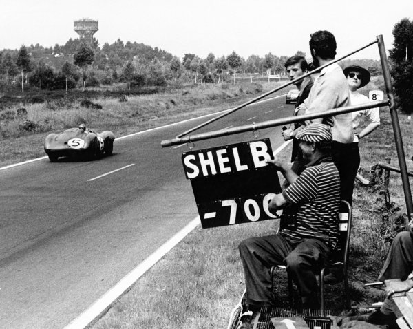 1959 Le Mans 24 hours. Le Mans, France. 20-21 June 1959. Roy Salvadori/Carroll Shelby (Aston Martin DBR1), 1st position,  action. World Copyright: LAT Photographic Ref: B/W Motor Print.