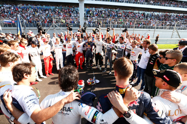 Sochi Autodrom, Sochi, Russia. Sunday 12 October 2014. The drivers form a ring of solidarity as they show respect for their injured colleague Jules Bianchi. World Copyright: Sam Bloxham/LAT Photographic. ref: Digital Image _SBL0799