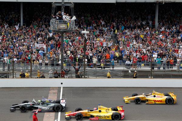 26 May, 2013, Indianapolis, Indiana, USA Tony Kanaan wins the Indy 500, followed by Carlos Munoz and Ryan Hunter-Reay checkered flag ©2013, Todd Davis LAT Photo USA