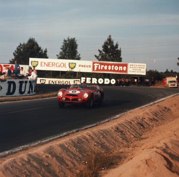 Le Mans, France. 23rd - 24th June 1962.Olivier Gendebien/Phil Hill (Ferrari 330LM), 1st position, action. World Copyright: LAT Photographic.Ref:  554.