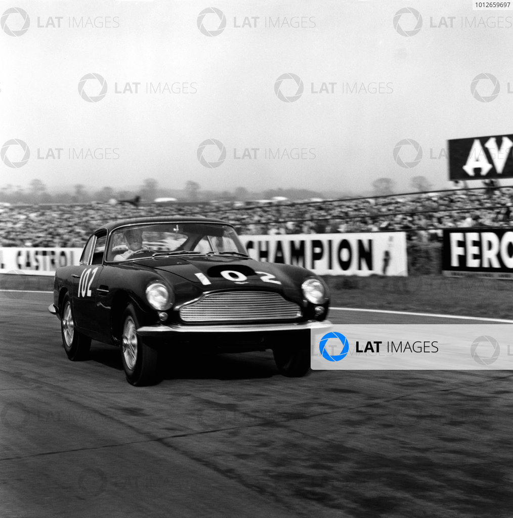 Goodwood, West Sussex, England. 18th April 1960.Stirling Moss (Aston Martin DB4 GT), 1st position, action.World Copyright: LAT Photographic.Ref: 6200.