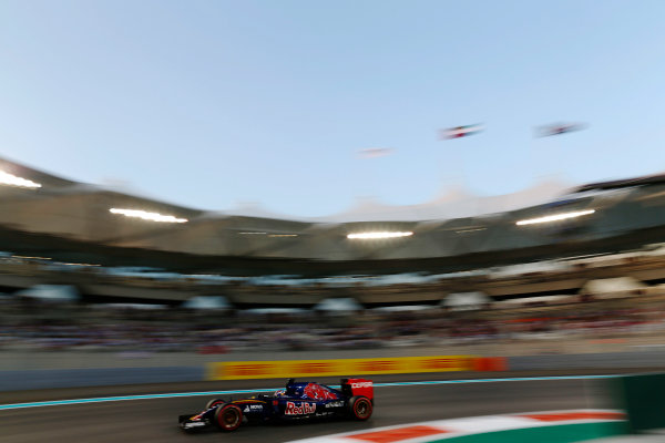 Yas Marina Circuit, Abu Dhabi, United Arab Emirates. Saturday 28 November 2015. Max Verstappen, Toro Rosso STR10 Renault. World Copyright: Alastair Staley/LAT Photographic ref: Digital Image _R6T3023