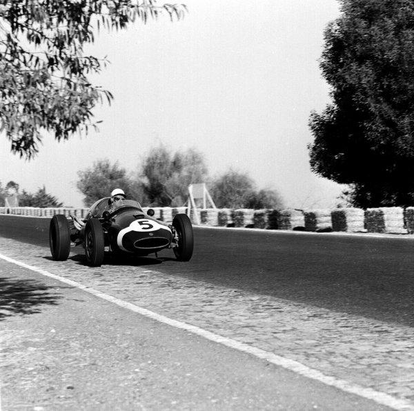 1959 Portuguese Grand Prix.Monsanto, Lisbon, Portugal.21-23 August 1959.Maurice Trintignant (Cooper T51 Climax) 4th position.Ref-4864.World Copyright - LAT Photographic