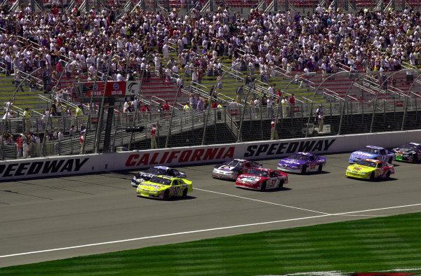 Polesitter Jeff Grenn leads the field to the start.NASCAR Busch Series Auto Club 300 at California Speedway, Fontana, California, USA, 29 April,2000.-F Peirce Williams 2000 LAT PHOTOGRAPHIC USA