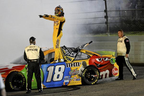 #18: Kyle Busch, Joe Gibbs Racing, Toyota Camry M&M's