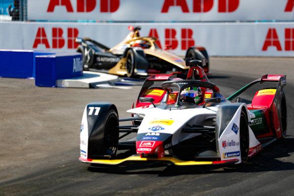 Lucas Di Grassi (BRA), Audi Sport ABT Schaeffler, Audi e-tron FE05 leads Jean-Eric Vergne (FRA), DS TECHEETAH, DS E-Tense FE19