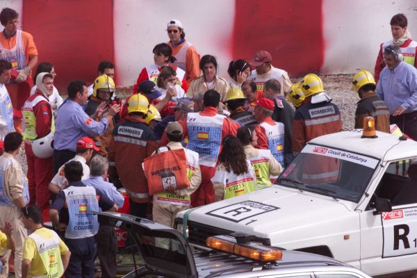 Mario Haberfeld is stretchered in an ambulance - accident - ambulance. Circuit de Catalunya, Spain, 5 May 2000. World - LAT Photographic