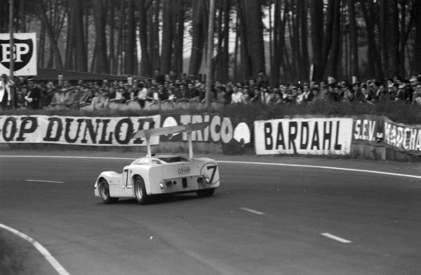 Mike Spence / Phil Hill, Chaparral Racing, Chaparral 2F-Chevrolet.